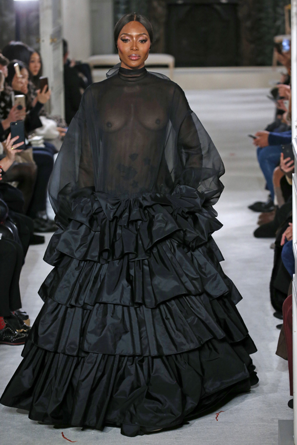 ad33b4de67 48-Year-Old Naomi Campbell Makes Fearless Return To Valentino Runway ...