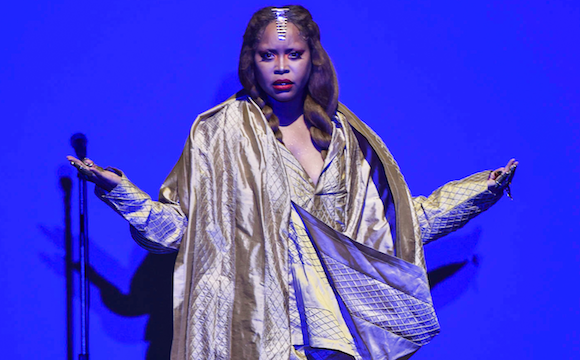 Erykah Badu shocks fans by defending R Kelly at concert
