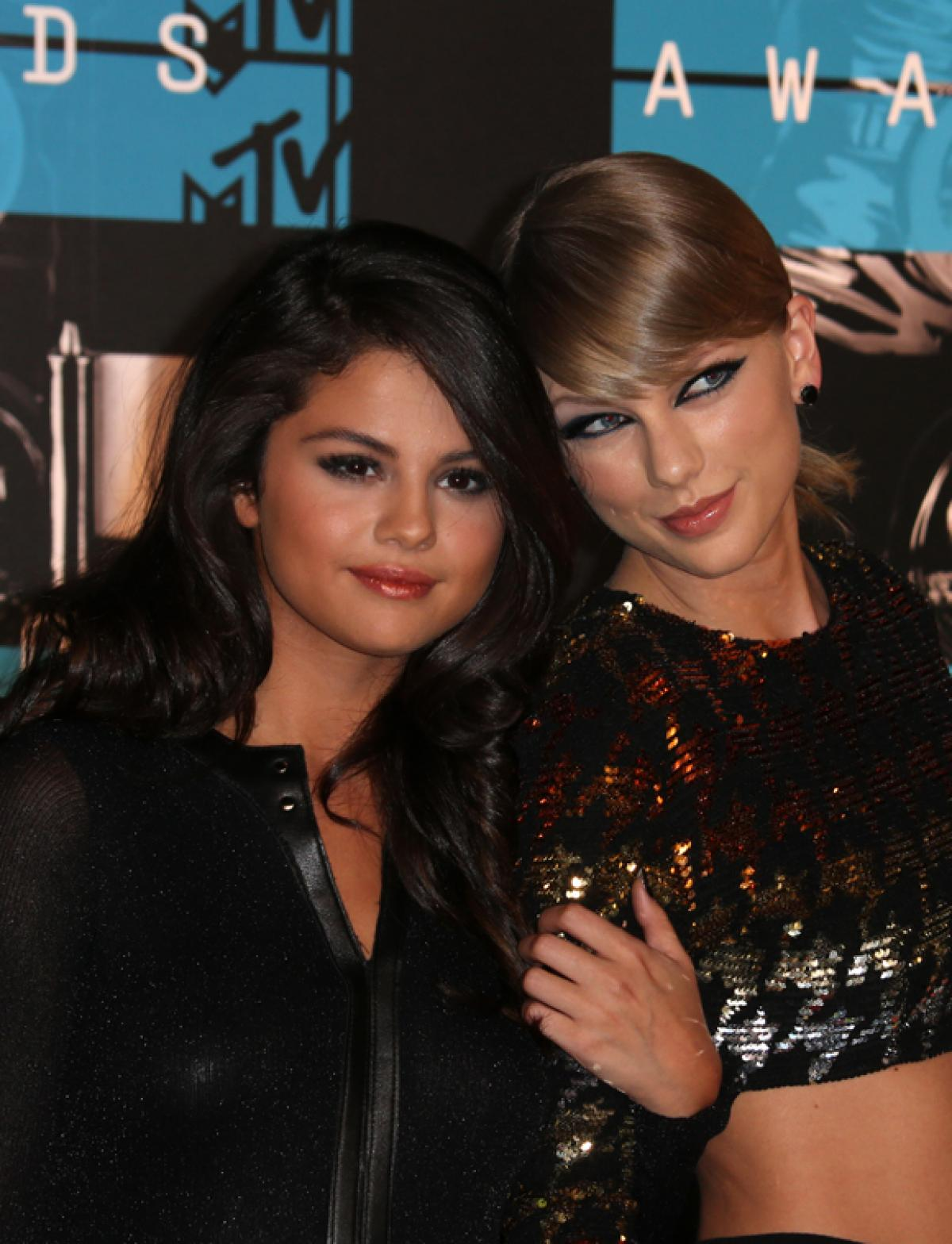 Taylor Swift Was A 'Source Of Comfort' For Selena Gomez AfterReported Emotional Breakdown! - Perez Hilton