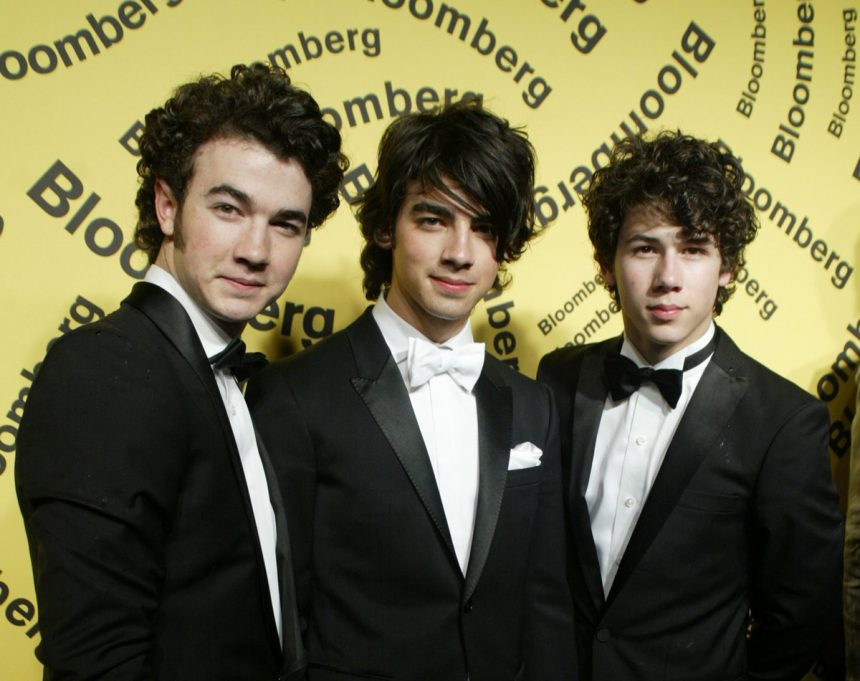 Jonas Brothers Reuniting - With NEW MUSIC!!!