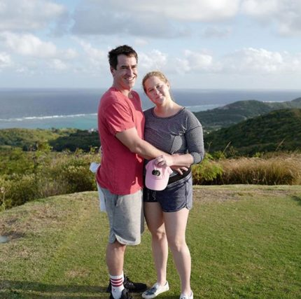 Amy Schumer and Chris Fischer pose for Instagram