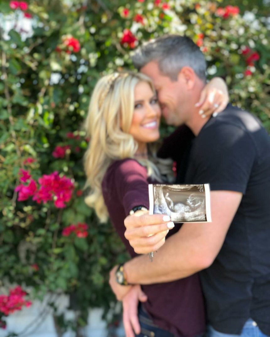 'Flip Or Flop' Star Christina Anstead Is Expecting Her ... Christina Anstead