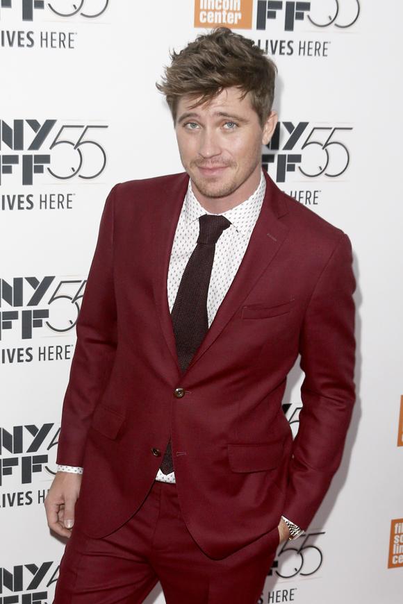 Garrett Hedlund looking sexy on red carpet