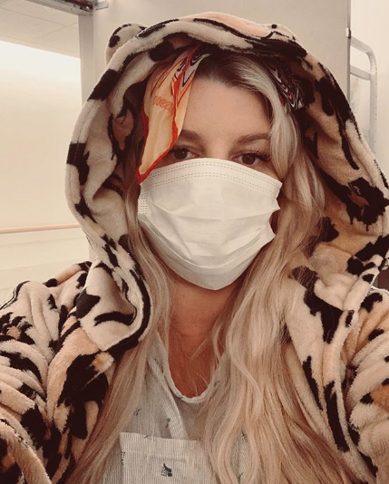 jessica simpson hospitalized with bronchitis