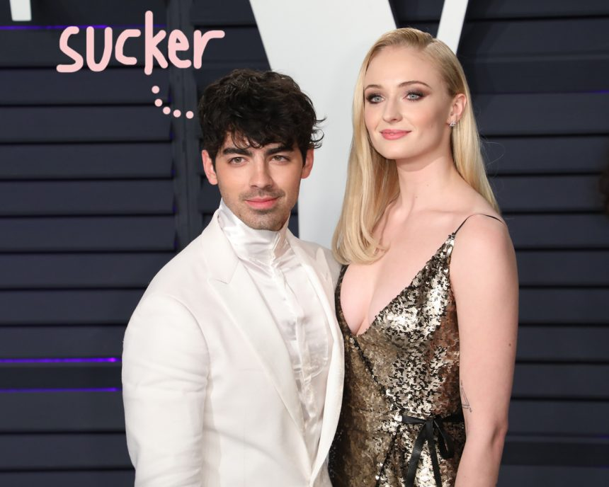 Sophie Turner carries 'Game of Thrones' spoiler in her wallet
