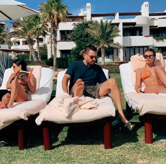 scott poses between kourtney and sofia on vacation