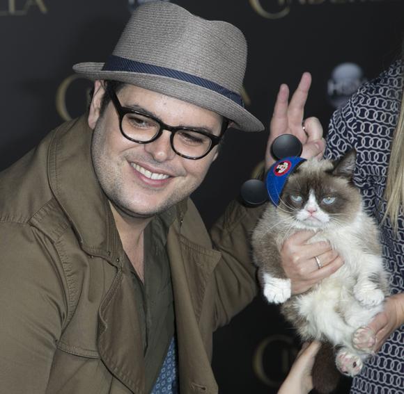 grumpy cat josh gad cinderella premiere