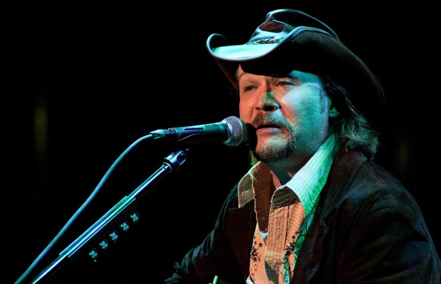 Country star Travis Tritt's bus involved in fatal vehicle wreck
