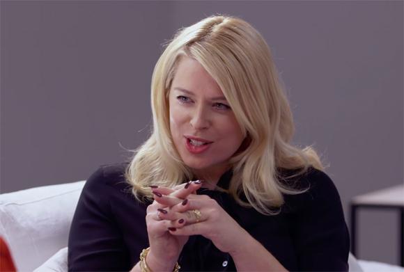 Amanda De Cadenet interviews Hillary Clinton during the 2016 election