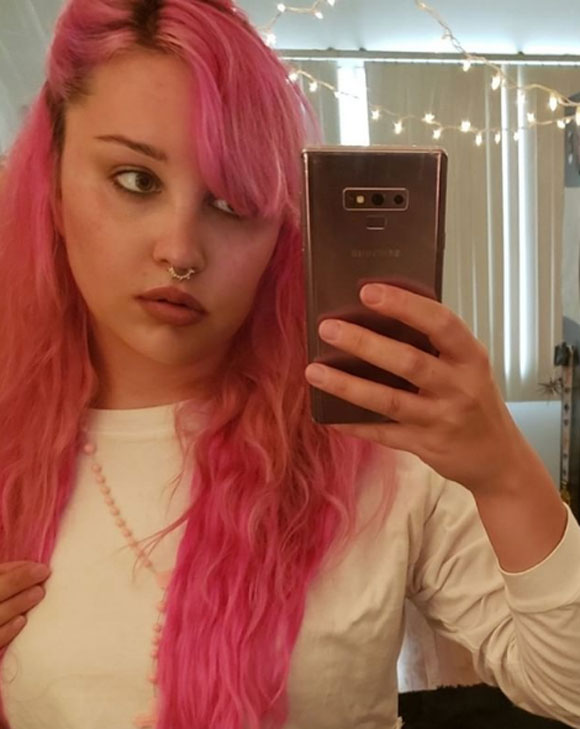 Amanda Bynes Appears To Have A New Face Tattoo And It S Lopsided Look Perez Hilton