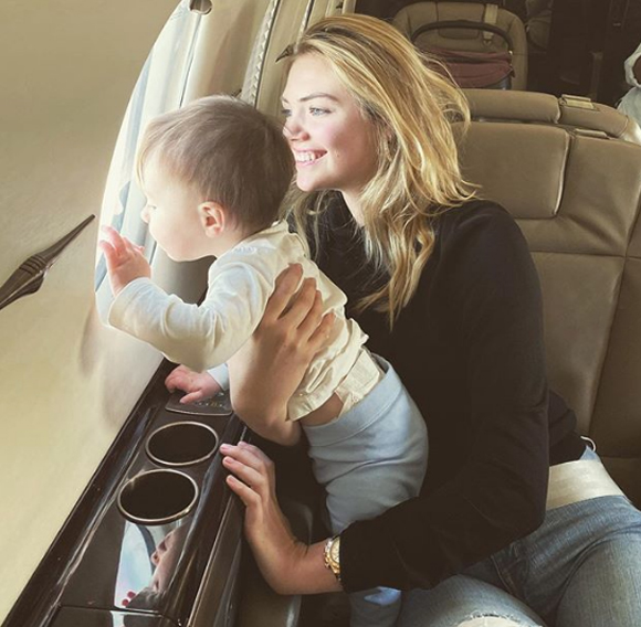 Kate Upton daughter flying airplane