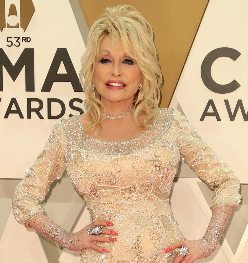 Dolly Parton fights against coronavirus