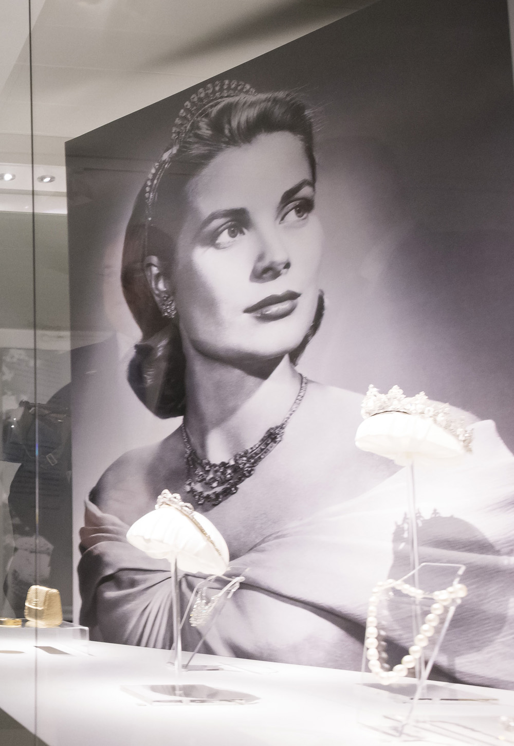 Grace Kelly waked away from Hollywood