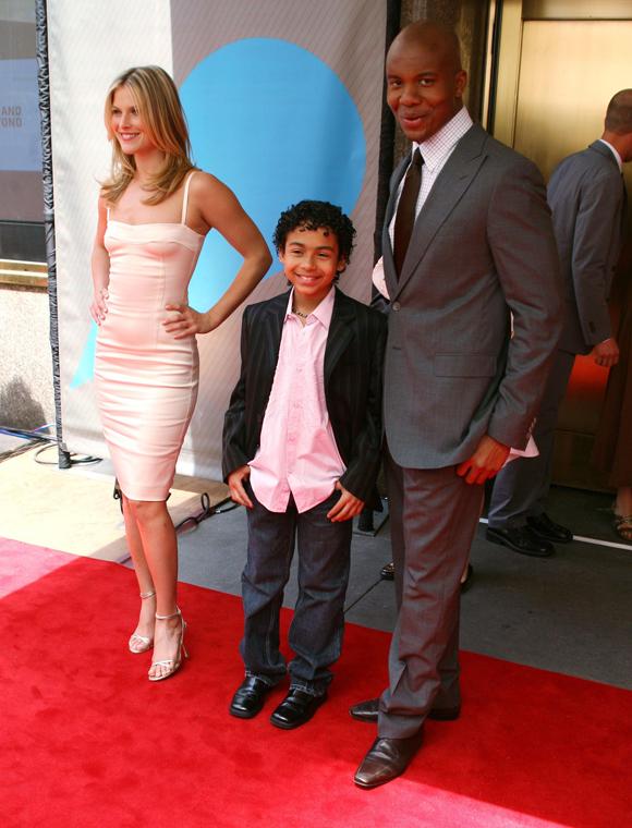 Ali Larter e Leonard Roberts com seu filho na tela Noah Gray-Cabey na NBC upfronts