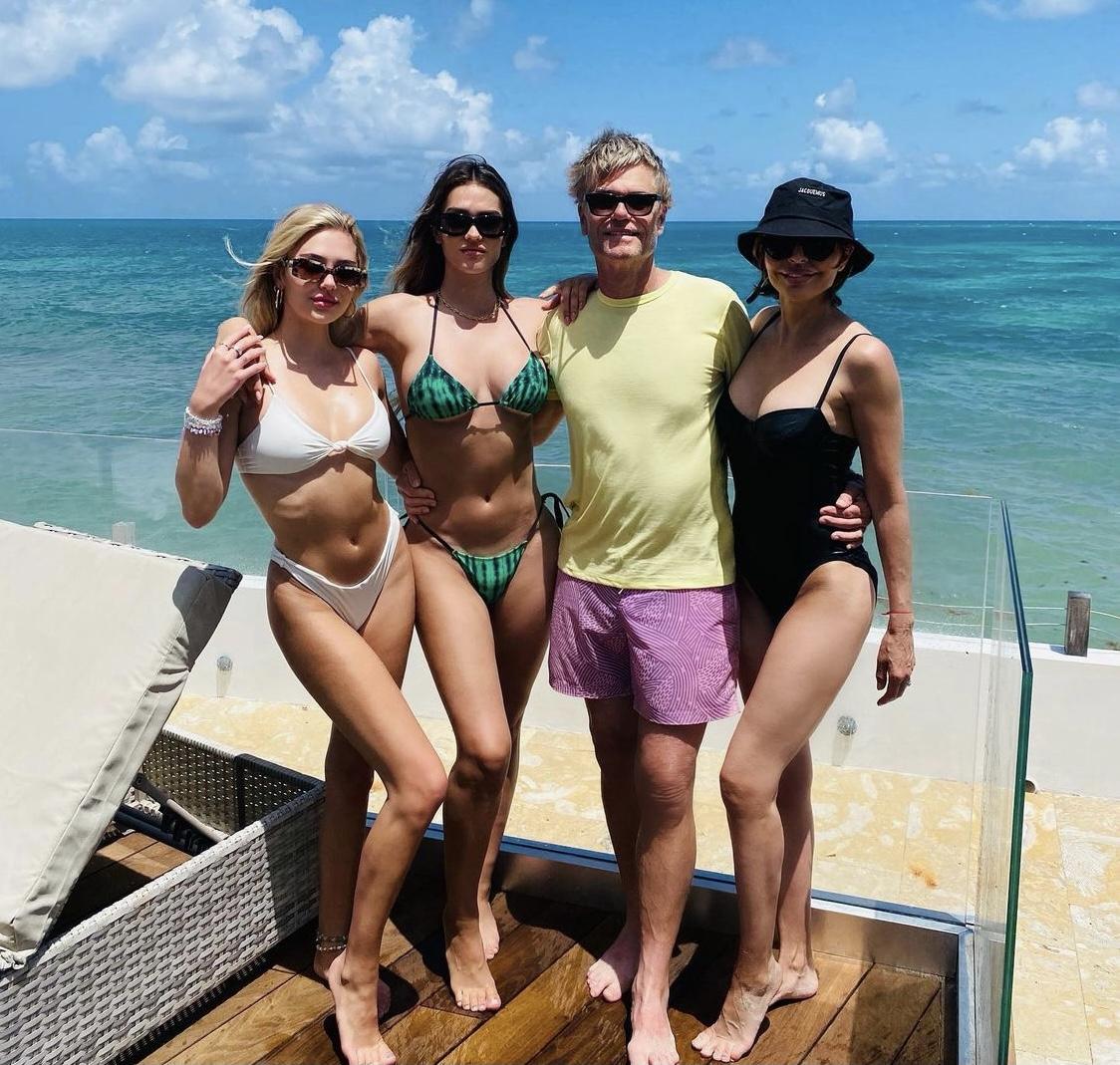Lisa Rinna Rocks A Bucket Hat With Family On Beach
