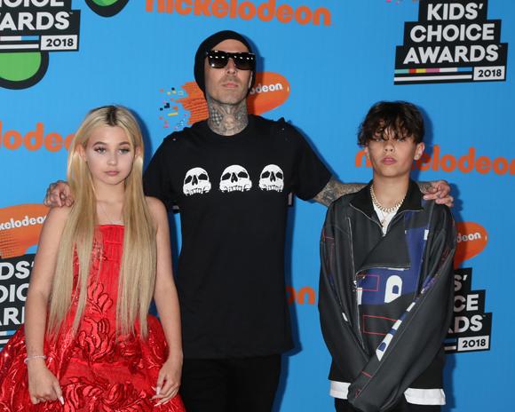 Travis Barker with Alabama and Landon at the Nickelodeon Kids Choice Awards