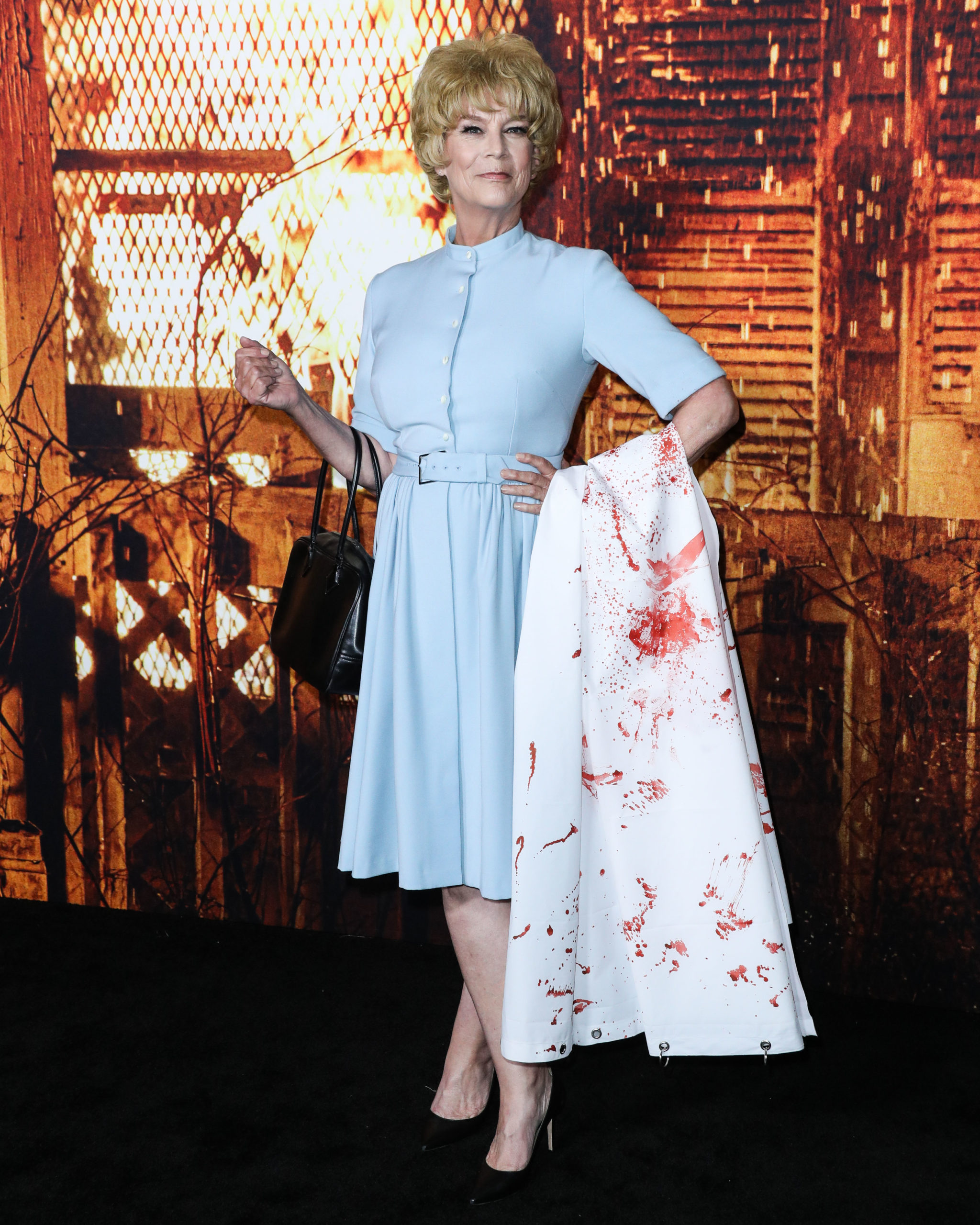 Jamie Lee Curtis Redecorns Mom's Iconic Psycho Look For Halloween Kills Premiere - Must See!